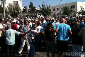 Απομακρύνθηκαν από τη Μεσογείων οι αυτοκινητιστές