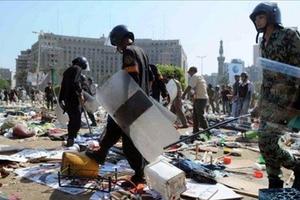 Αστυνομικό όχημα έλιωσε διαδηλωτή στο Κάιρο