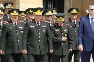 Διαταγή σύλληψης στρατηγών και ναυάρχων στην Τουρκία