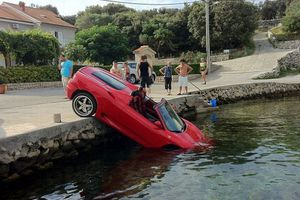 Πολυτελέστατη Ferrari «βούτηξε» σε κροατικά νερά