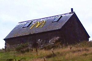 Κάρφωσαν το σήμα γνωστής αλυσίδας εστιατορίων σε οροφή
