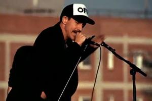 Οι Red Hot Chili Peppers τραγουδούν σε ταράτσα!