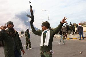 Αντικαθεστωτικοί εισέβαλαν σε προπύργιο δυνάμεων του Καντάφι