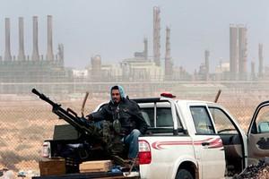 Ελληνικά όπλα στους επαναστάτες της Λιβύης