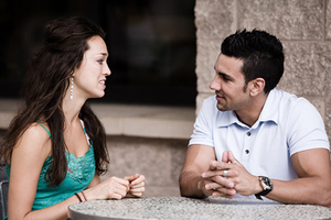 Οι άντρες θεωρούν τη συζήτηση «χάσιμο χρόνου»