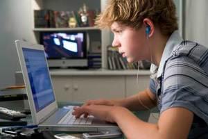 Τα παιδιά ξεπερνούν τους γονείς στη χρήση του διαδικτύου