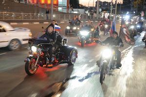 Προεκλογική καμπάνια πάνω σε μία... Harley Davidson