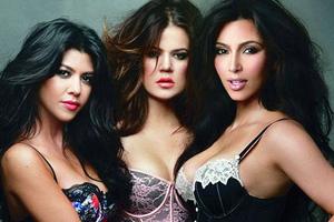Οι αδερφές Kardashian με «καυτά» εσώρουχα