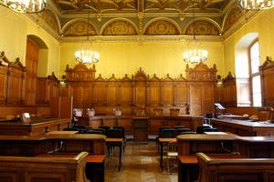Στο εδώλιο για δωροδοκία ανώτατο στέλεχος της κεντρικής τράπεζας της Αυστρίας