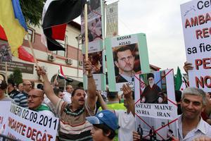 Σύροι διπλωμάτες απειλούν τους ακτιβιστές