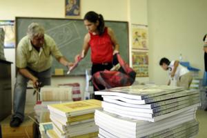 Εξετάζεται η περίπτωση να επιστρέφονται τα σχολικά βιβλία