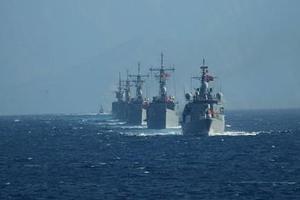 Τουρκική ανθρωπιστική βοήθεια στη Γάζα συνοδεία πολεμικών