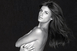 Διάσημοι φωτογραφίζονται γυμνοί για την προστασία των ζώων