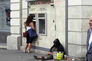 Πρόστιμο σε όσους προσφέρουν φαγητό σε άστεγους!