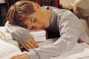 Η έλλειψη ύπνου στην εφηβεία ανοίγει τον δρόμο στην παχυσαρκία