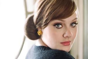 Τι κοινό έχει η Adele με τον Τζέιμς Μποντ;