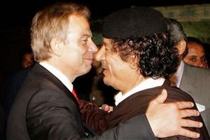 Ο Μπλερ συμβούλευε τον Καντάφι να βρει καταφύγιο καθώς το καθεστώς του κατέρρεε