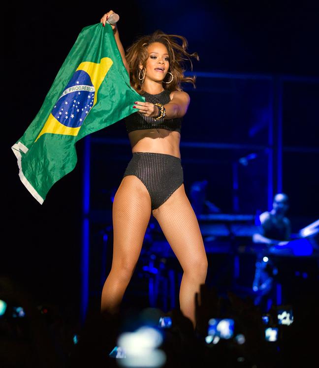 http://www.newsbeast.gr/files/1/2011/09/22/rihanna_brazil2.jpg