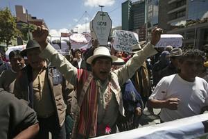 Ντόμινο παραιτήσεων στη βολιβιανή κυβέρνηση