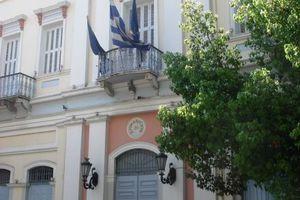 Διαμαρτυρία αντιεξουσιαστών στο δημοτικό συμβούλιο Πάτρας