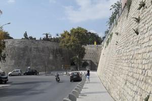 Νεκρή γυναίκα που έπεσε από τα τείχη του Ηρακλείου