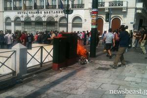 Επιχείρηση «σκούπα» της ΕΛΑΣ στην πλατεία Συντάγματος