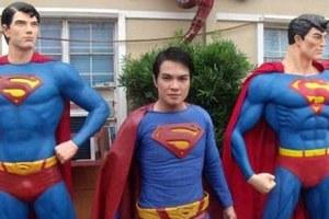 Θέλει οπωσδήποτε να μοιάσει στο Superman
