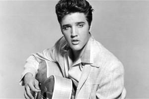 Στο σφυρί Βίβλος που ανήκε στον Elvis Presley