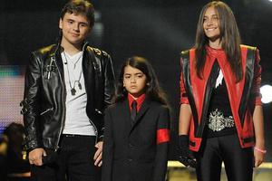 Ανεπιθύμητα τα αδέλφια του στο σπίτι του Michael Jackson