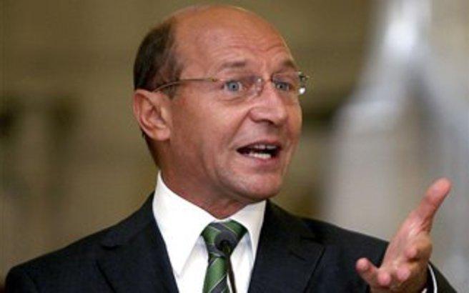 Παραμένει πρόεδρος της Ρουμανίας ο Μπασέσκου
