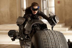 Η Anne Hathaway στο ρόλο της «Catwoman»