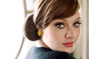 Βρέθηκε αίμα στις φωνητικές χορδές της Adele