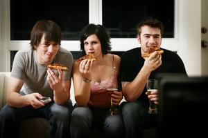 Οι άνδρες τρώνε γρηγορότερα από τις γυναίκες