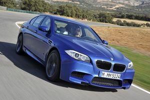 Στο... «πλάι» η νέα BMW M5