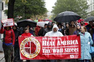 Τη φορολόγηση των τραπεζών ζητούν οι Αγανακτισμένοι