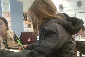 Συνελήφθη μαθήτρια για «ηλεκτρονικό σκονάκι»