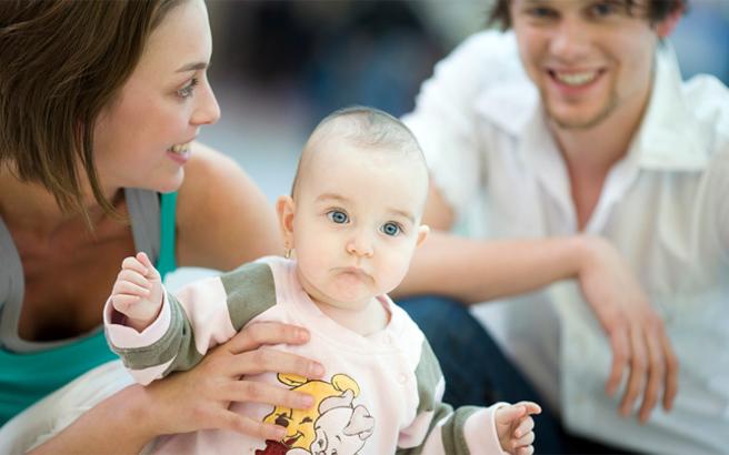 Γιατί πρέπει οι γονείς να μιλούν στα μωρά τους