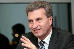 Έτινγκερ: Χρειάζεται ένα πολυετές δημοσιονομικό πλαίσιο στην Ε.Ε.