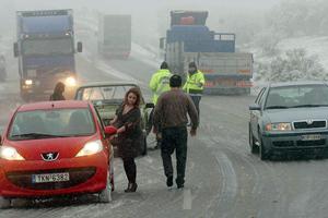Επιχείρηση απεγκλωβισμού οδηγών στο Ακραίφνιο