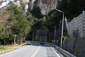 Ουρές χιλιομέτρων από ανατροπή νταλίκας στα Τέμπη
