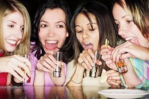 Πιο σκληρές για τις γυναίκες οι συνέπειες του αλκοολισμού