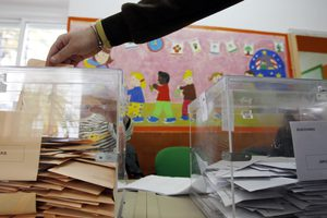 Άνοιξαν οι κάλπες για τις περιφερειακές και δημοτικές εκλογές στην Ισπανία