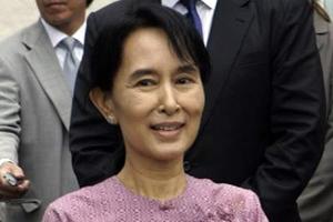 To χρυσό μετάλλιο του Κογκρέσου στην Αούνγκ Σαν Σου Κίι