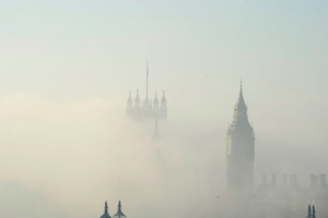 Προβλήματα στη λειτουργία των αεροδρομίων του Λονδίνου
