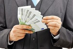 Τραπεζικός υπάλληλος έβαζε «χέρι» σε καταθέσεις πελατών
