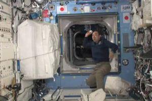 Αστροναύτης «έκανε παιχνίδι» μόνος του