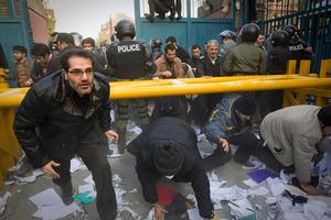 «Το Ιράν πίσω από την επίθεση στη βρετανική πρεσβεία»