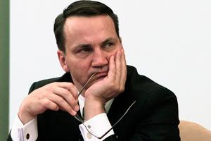 Συνομιλία Σικόρσκι με βουλευτή δημοσιοποιεί πολωνικό περιοδικό