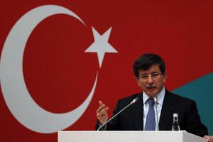 Νταβούτογλου: Η Τουρκία δεν είναι στρατόπεδο συγκέντρωσης