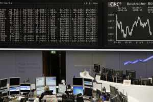 Πάνω από 15.000 μονάδες ο Nikkei